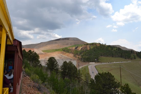 Cripple Creek & Victor Narrow Gauge Railroad: See the mine in the foreground