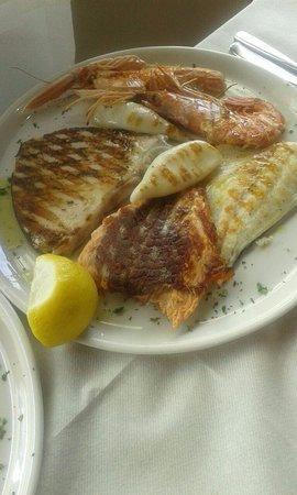 Ristorante Pizzeria L'Officina: grigliata di pesce