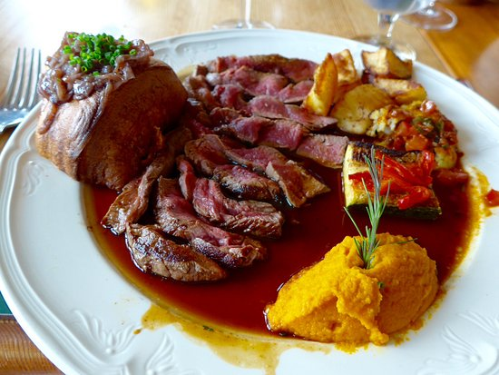 Stuckton, UK: Roast beef with pumpkin and Yorkshire pudding