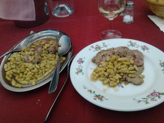 Lavacourt, France: Gigot d'agneau aux flageolets