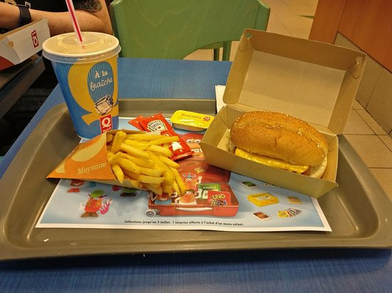 ‪‪Viry-Chatillon‬, فرنسا: 'Long Fish' sandwich with large fries and drink‬