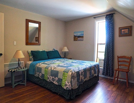 Barriere, Kanada: One room has a queen bed, good for couples travelling together.  This room also has a small desk