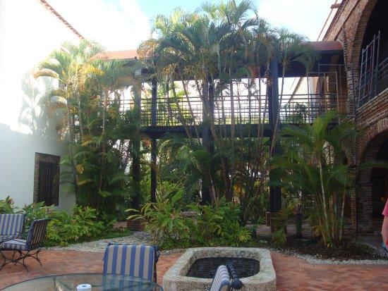 au bord de la piscine dans le jardin picture of hodelpa nicolas de ovando santo domingo. Black Bedroom Furniture Sets. Home Design Ideas