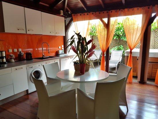 Residence de la Cousiniere: Salle à manger et cuisine tout équipée