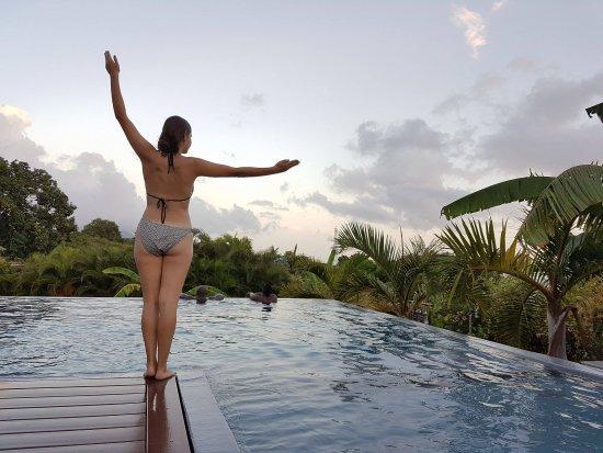 Residence de la Cousiniere: Zenitude et sérénité au bord de la piscine à débordement