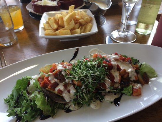 Maghera, UK: Stuffed mushrooms with blue cheese sauce - unfortunately couldn't taste the blue cheese
