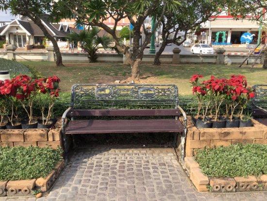 Un Banc Du Jardin En Bois Et Fer Forgé Photo De Chao Por Lak