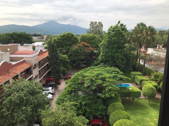 Zamora de Hidalgo, Mexico: from top of the tower toward the restaurant, you can see the parking and pool