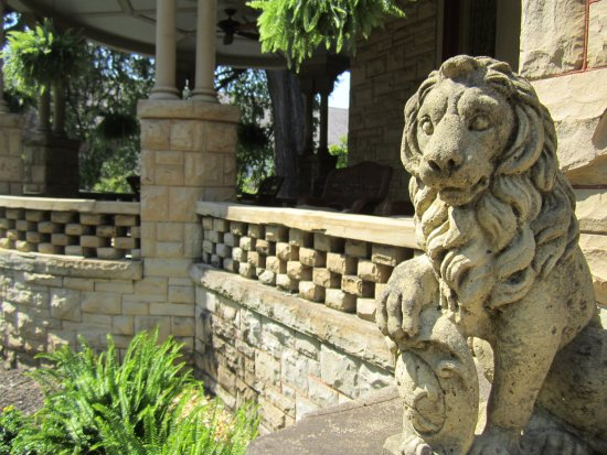Mayor's Mansion Inn: front porch