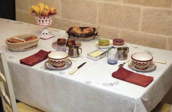 Coutras, Frankrig: Le petit déjeuner