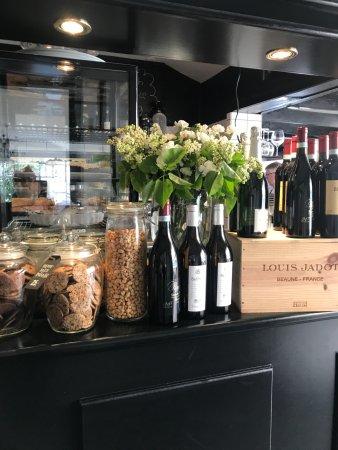 Skaelskoer, Denmark: Bar med kager & vine