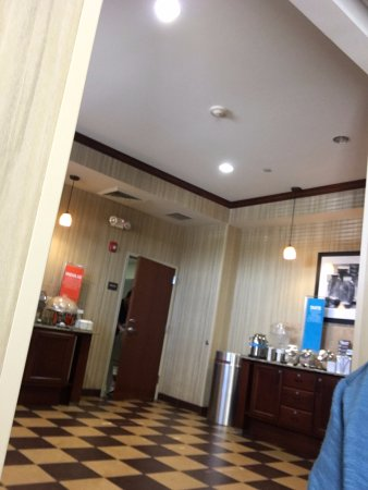 Hampton Inn Tomah: Área do breakfast
