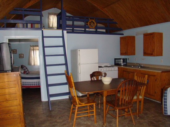 Malakoff, TX: Cabin 11 - The Captain's Quarters - is a guest favorite!