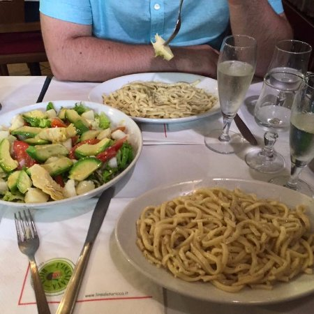 Cacio e pepe (pasta with cheese and black pepper), prosecco and a large salad to share.