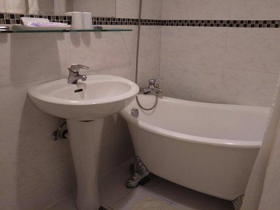 ซิน สี โฮเต็ล: 写真手前にトイレ有り
