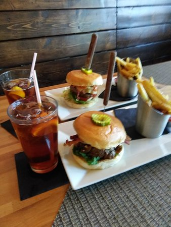 Burger and side salad - Picture of Cribbs Kitchen, Spartanburg ...