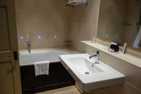 The Belmont Hotel: Mini Suite - great shower!