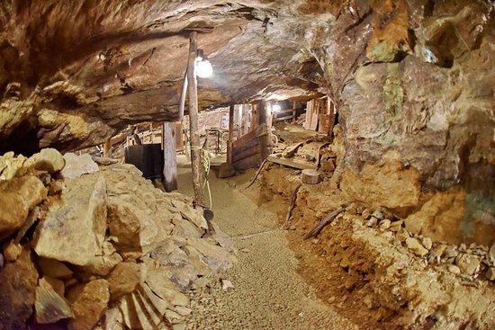 North Hatley, كندا: Inside the mine