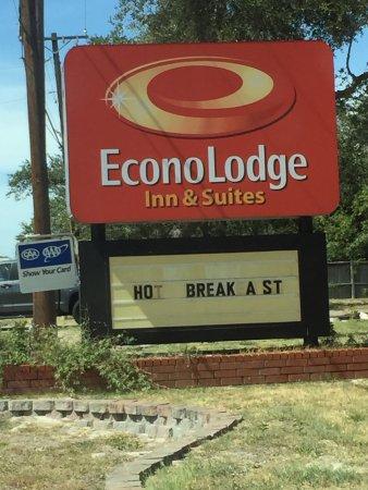 Econo Lodge Inn by the Bay: photo0.jpg