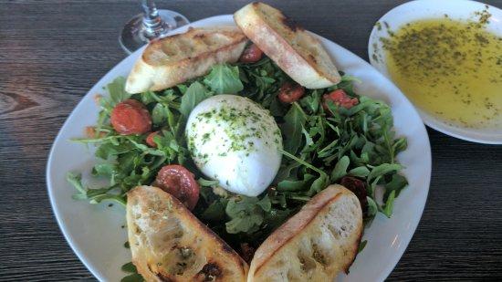 Goochland, เวอร์จิเนีย: Burrata salad
