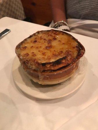 Le Petit Bistro: Menus and food