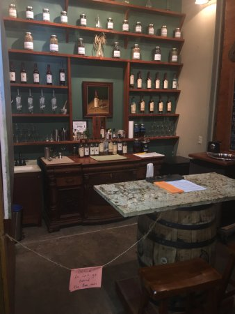 Sperryville, VA: Tasting table, toured rooms