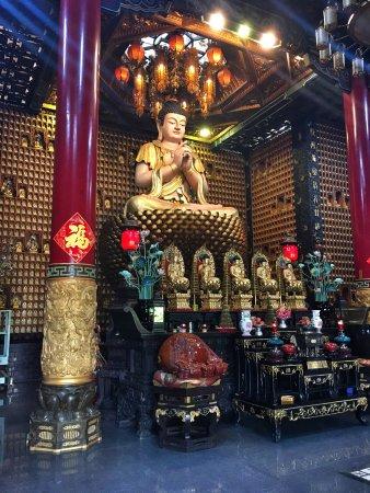 Chua Van Phat - Temple of Ten Thousand Buddhas: photo0.jpg