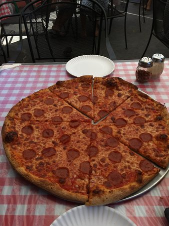 Bob's Boston Pizza Kailua: Pepperoni Pizza