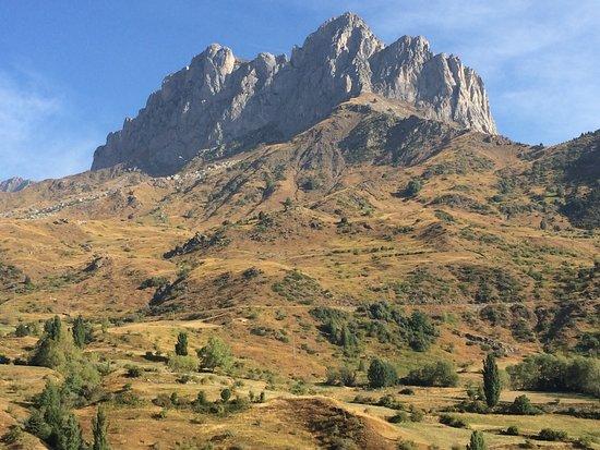 Laruns, ฝรั่งเศส: スペイン側 Formigalにあるランドマーク的岩山