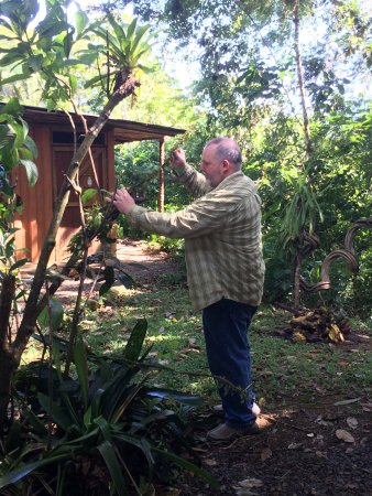 La Virgen, Costa Rica: Here's Joe rearranging branches and vines to set up the perfect shot!