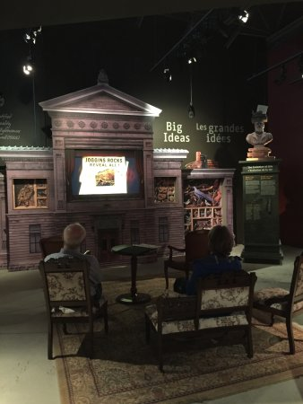 Joggins, Canada: Cosy display with historically educational video.