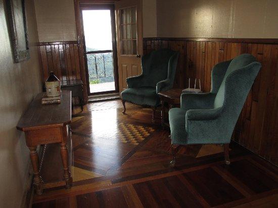 Skyline Village Inn: Reading/relaxing nook.
