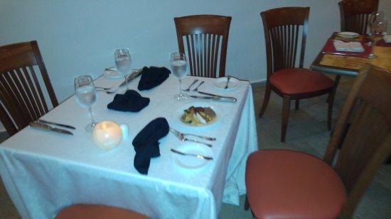 The Royal Playa del Carmen: al llegar al restaurat estaba la mesa preparada fue una sorpresa agradable de parte de JULIA BAR