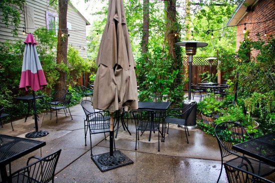Brix Restaurant and Wine Bar : Patio