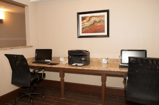 Holiday Inn Express Vernon-Manchester: Business Center