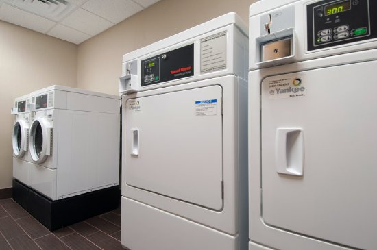 Holiday Inn Express Vernon-Manchester: Laundry Facility