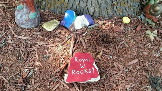 Royal W Resort Cabins & RV Park: Even the rocks cry out!