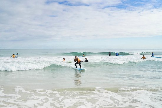 Scarborough, أستراليا: Learn surfing Perth_ Catch waves on your first lesson