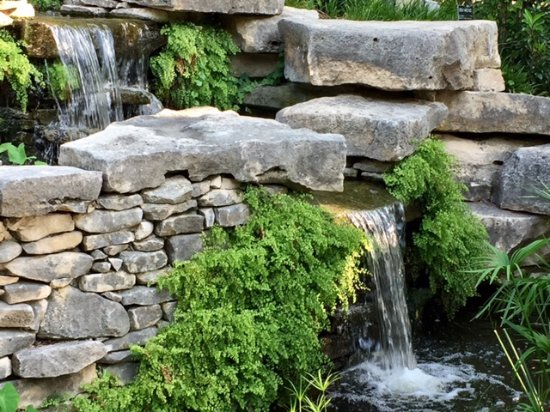 Fort Worth Botanic Garden : A number of water features throughout the Botanical Gardens.