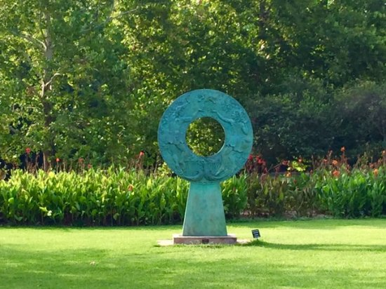 A Pretty Sculptor Picture Of Fort Worth Botanic Garden