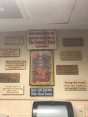 Smokin' Moe's Ribhouse & Saloon: Funny plaques in the men's room.