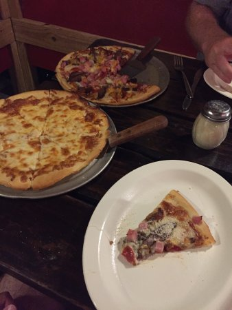 Pizza Galley : Meat Lovers pizza