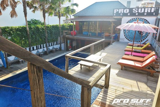 Pro Surf School: Sunbathing area at the surf school