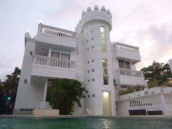 Hotel Boutique Le castel blanc: Vista da piscina! Mto estiloso!!