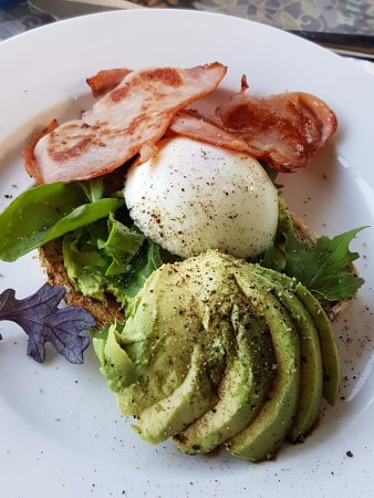 Avocado Grove B&B: Breakfast styles include avocado