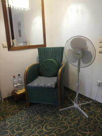 Hotel Monpti: Wohnbereich Zimmer 13