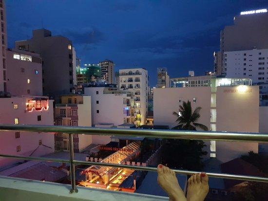 Hoa Lam: вечером можете наслаждаться живой музыкой, которая доносится из испанского ресторана))
