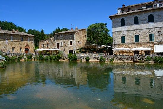 photo0.jpg - Picture of Terme Bagno Vignoni, Bagno Vignoni ...