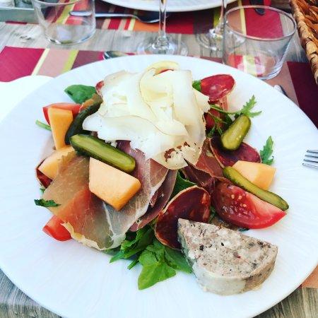 Germ, Francia: Très bons produits de qualité. Très bonne cuisine. A un prix très raisonnable. Le tout dans un c