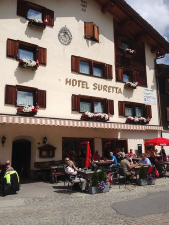 Splugen, Suisse : Talking with other people having lunch